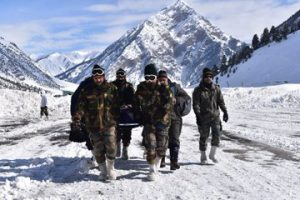 Indian Army carries critically ill pregnant woman from Gurez | See Pics
