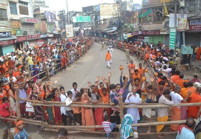Dhoti-kurta for men & saree for women to visit Kashi Vishwanath temple! No truth in this viral claim…