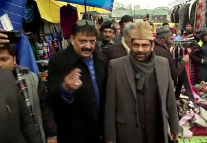 Naqvi interacts with locals in Srinagar, says there's positive environment