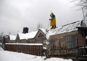 IN PICS: Kashmir turns white after fresh spell of snowfall