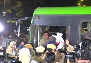 Protesting JNU students stopped from marching to Rashtrapati Bhavan, detained
