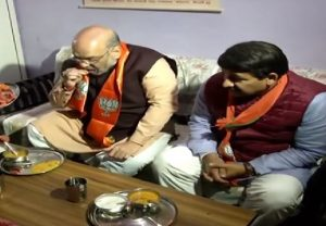 Amit Shah, Manoj Tiwari dine at OBC party worker's residence