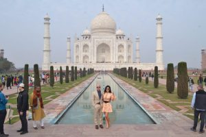 Amazon founder Jeff Bezos and girlfriend Lauren Sanchez pose in front of Taj Mahal