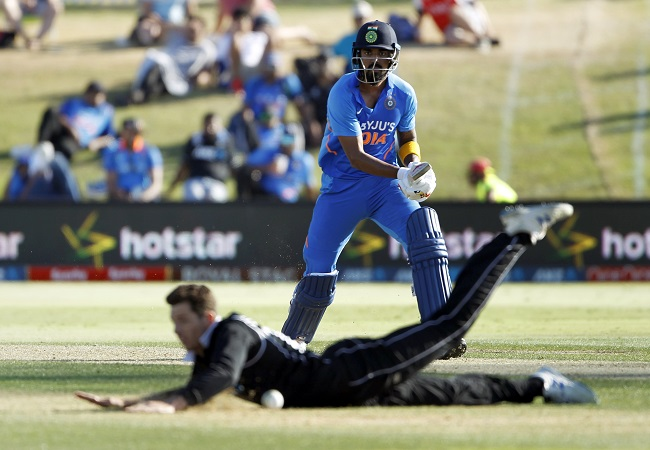 KL Rahul guides India to 296/7 against NZ in third ODI