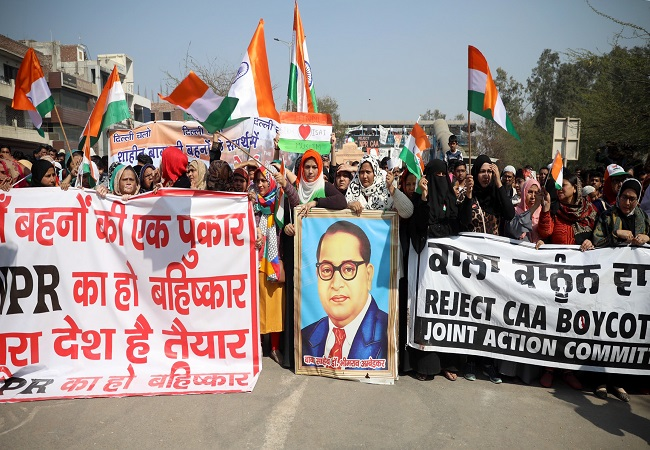 Shaheen Bagh protesters march to meet Amit Shah, stopped by police