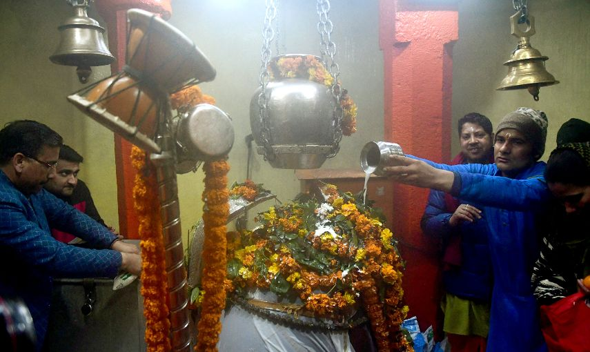 Devotees offers prayers on the occasion of Maha Shivratri