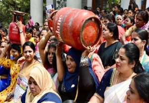 IN PICs: Youth Cong workers protest price-hike on LPG cylinders