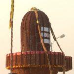 25 feet tall 'shivling' decorated with pigeon peas on Maha Shivaratri in K'taka