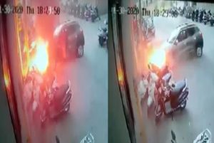 Car catches fire after colliding with pole in Surat