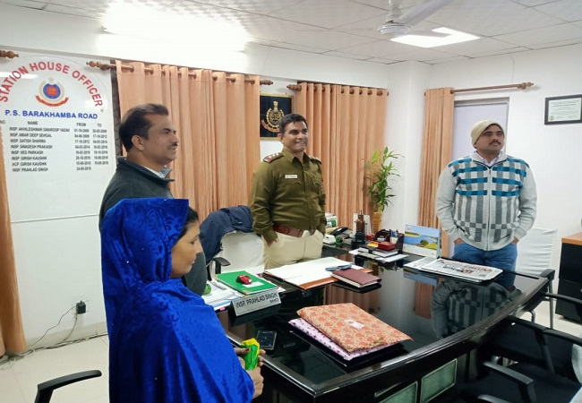 Delhi cops at Barakhamba pool in Rs 1 lakh as 'Kanyadaan' for wedding of sweeper's daughter