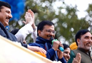 Auto drivers, sanitation workers, peons are VIP guests at Kejriwal's swearing-in
