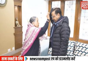 CM Arvind Kejriwal takes blessings of his parents before stepping out to vote