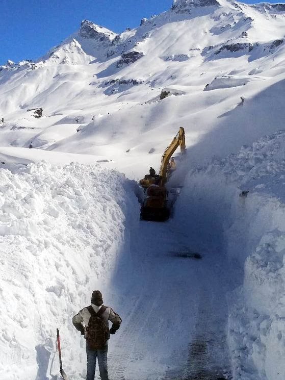 Border Road Organisation earthmovers clears snow from the Manali-Leh highway