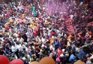 Devotees flock to temples to celebrate Holi