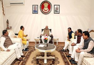 BJP leaders meet MP Guv, seeks cancellation of appointments made by Kamal Nath govt