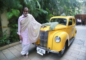 Amitabh Bachchan goes vintage in new Twitter post