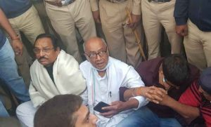 Digvijaya Singh, other leaders taken out of Amruthahalli Police Station in Bengaluru