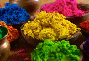 Avoid toxic dyes, try turmeric, henna and chandan to make Holi colours