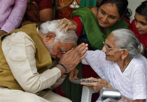 PM Modi hails mother Heeraben as she clangs Thaali to support COVID-19 fighters