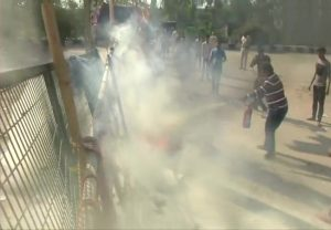 Shaheen Bagh protesters refuse to vacate, allege bikers hurled petrol bomb near protest site