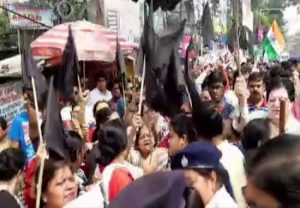 SFI demonstrates against Amit Shah visit to West Bengal
