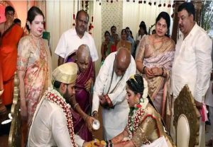 No social distancing, no masks! Mockery of lockdown norms at HD Kumaraswamy son's marriage