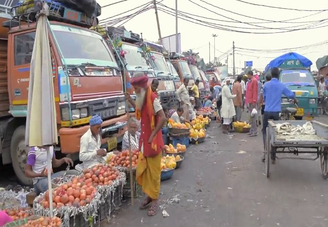 Delhi govt staggers timing of sale of vegetables & fruits at mandis, shopkeepers not impressed