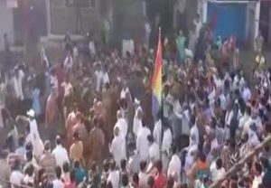 Social distancing norms flouted as crowd gathers to welcome Jain Monk in Sagar, MP
