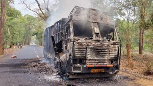 Maha: Naxals attack construction workers, torch 3 trucks