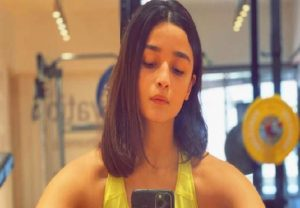 Alia Bhatt gets her hair cut at home by a 'multitalented loved one'; check out her new hairstylist here