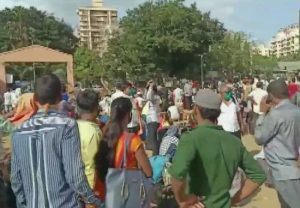Mumbai: Thousands of migrants gather at grounds in Kandivali in hope of boarding trains