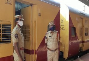 Andhra: Train carrying migrants reaches Renigunta station in Chittoor