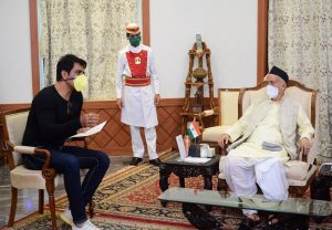 Sonu Sood meets Maha Guv, gets praised for his initiatives in helping migrants reach home