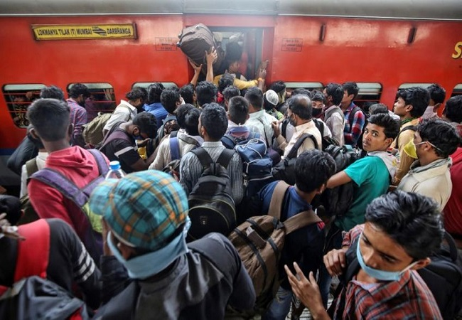 Special train with migrants departs from Telangana's Lingampalli to Jharkhand's Hatia