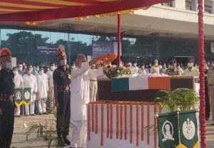 Wreath laying ceremony of Sepoy Ganesh Ram being performed in Raipur