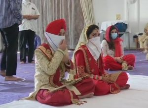 #Unlock1: Couple ties knot in gurudwara after it opens (PICs)
