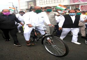 FIR against Digvijaya Singh, 150 Cong workers for protest against fuel price hike