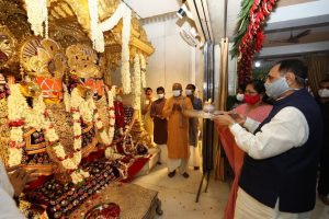 On the eve of Rathyatra CM offers prayer at Jagannathji Temple in Ahmedabad