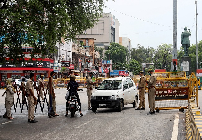 All markets to remain closed in UP on weekends, CM orders to conduct 50,000 tests daily