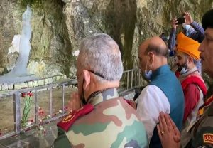 Rajnath Singh, Chief of Defence Staff, Army Chief offer prayers at Amarnath Temple