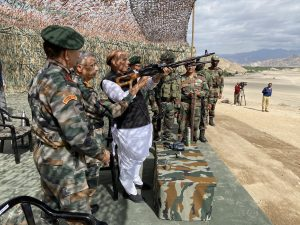 Rajnath Singh witnesses para dropping skills of Armed Forces at Stakna, Leh