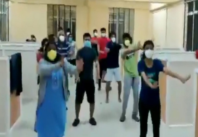 Asymptomatic COVID-19 patients organise flash mob in Bellary