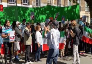 In UK, Pakistanis join Indians to protest against expansionist China, sing 'Vande Mataram' together…. WATCH