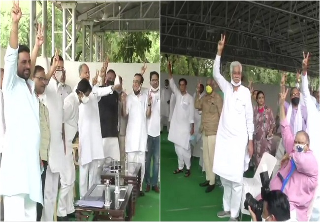 Rajasthan Political Crisis: CM shok Gehlot, Congress leaders and party MLAs show victory sign, as they gather at CM's residence