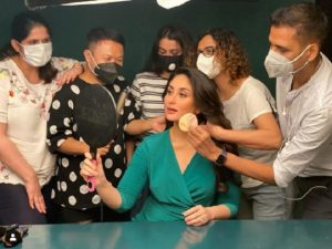 Kareena Kapoor glows in green, shares glimpse from photoshoot with team