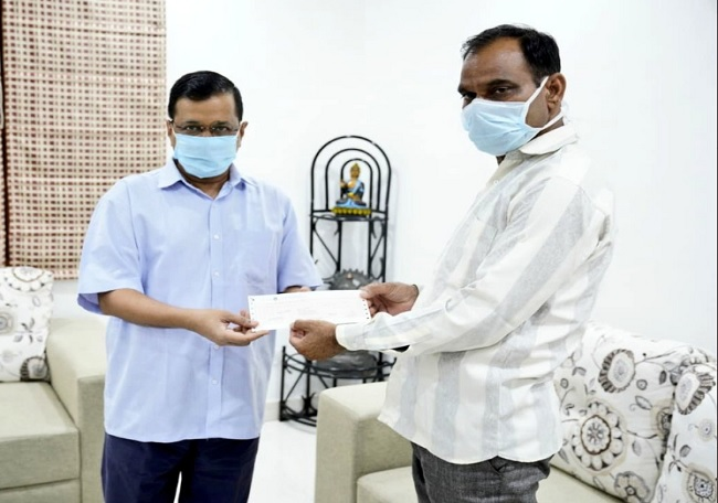 Kejriwal hands over 1 crore cheque