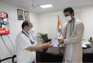 Tripura CM distributes books of Swami Vivekananda to Covid-19 patients for 'mental toughness'
