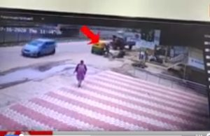 Auto driver comes flying, falls on woman, video viral