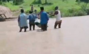 No ambulance, pregnant woman carried on makeshift basket through river in Chhattisgarh