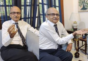 Prashant Bhushan gratefully accepts Re 1 from his lawyer after contempt judgement, tweets picture